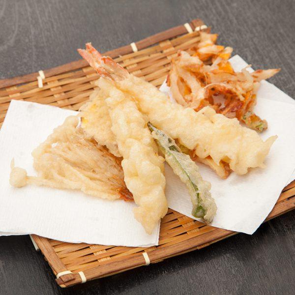 天妇罗(油炸虾和蔬菜)