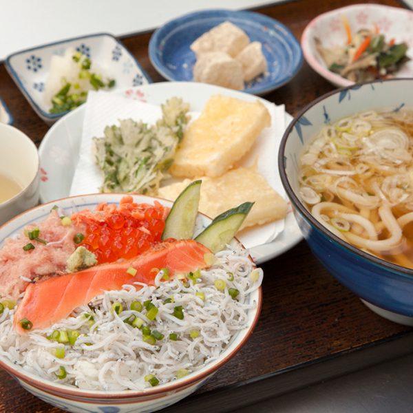 乌冬面(凉),天妇罗,海鲜盖饭 (Okage)