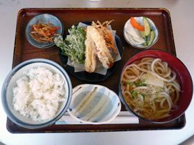 乌冬面(温),天妇罗,米饭 (通勤外食)