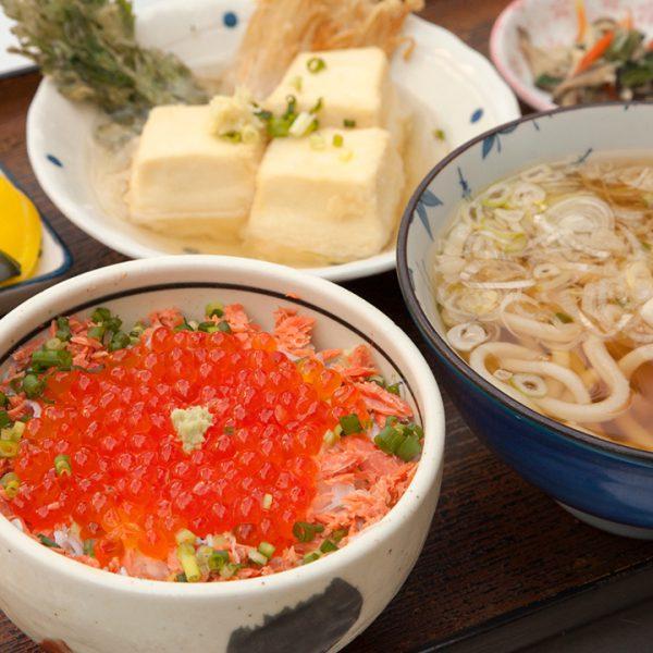 乌冬面(凉),油炸豆腐,海鲜盖饭 (多闻天)