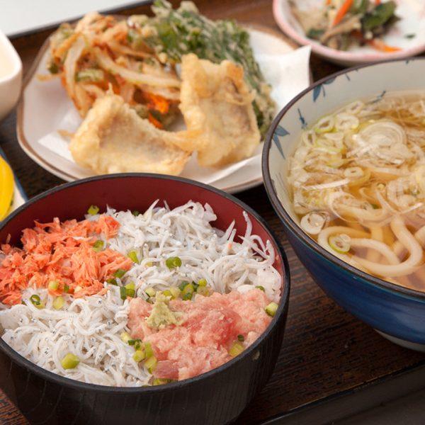 乌冬面(温),天妇罗,海鲜盖饭 (恵比寿)